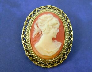 7067 Vintage 70/'s acrylic cameo brooch pin pink and cream gold tone