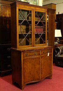Englische Möbel Stilmöbel Regency serpentine Bücherschrank Eibe Made in England