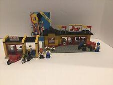 Lego Motorcycle Shop 6373 & 6696 Cycle Fix-it Shop
