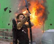 Jeremy Renner UNSIGNED photo - G1126 - The Avengers