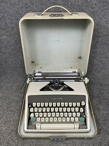 Olympia SM9 DeLuxe Vintage Typewriter W/Case #2286947 West Germany