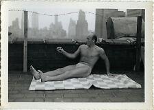 PHOTO ANCIENNE - VINTAGE SNAPSHOT - HOMME TORSE NU MUSCLE TOIT USA - ROOFTOP MAN