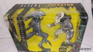 """ALIENS VS. PREDATOR"" Double 10 inch figure by KENNER"