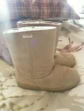 bearpaw suede boots,size 6,natural,ideal for everyday wear