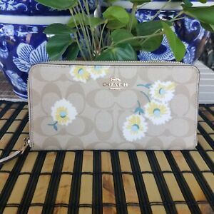 Coach Accordion Zip Wallet In Signature Canvas With Daisy Print C3370 NWT $278