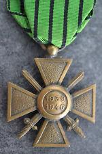 EX9) Médaille croix de guerre  French medal item avec ruban vert et noir ww2