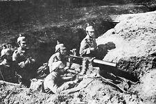 WW1 - Mitrailleuse MAXIM allemande avec servants à casques à pointe en 1914