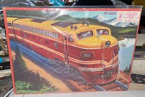 1958 MILTON BRADLEY 17 Piece Puzzle APTITUDE TESTED TRAIN LOCOMOTIVE GRAPHICAL !