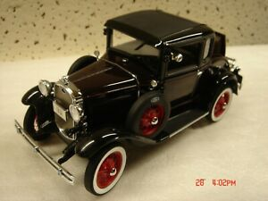Danbury Mint 1931 Ford Model A Coupe 1:24 Limited Edition Maroon & Black