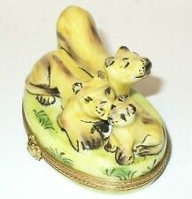 Limoges France Box ~ Family Of Female Lions & Playful Cub ~Wild Cats~ Peint Main