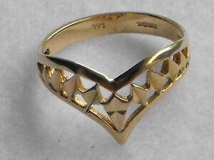 9 Carat Gold Ladies Dress Ring size P. Never worn.
