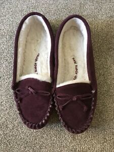 Ladies M&S berry suede moccasin faux fur lined slippers size 8