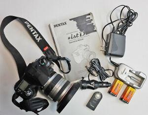Near Mint Pentax *ist D 6.1MP DSLR - 18-35mm auto focus zoom lens & accessories