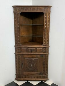 Gorgeous carved oak gothic corner display cabinet with glass shelves - Delivery