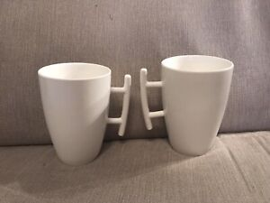 YONG CHINA PORCELAIN WHITE MODERN PAIR OF COFFEE MUGS CUPS CANE HANDLE