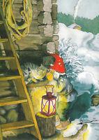Postkarte: Inge Löök - Zwerg mit Laterne im Schnee schmust mit Katze /  Nr. 224