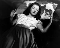 """BETTE DAVIS IN THE FILM """"BEYOND THE FOREST"""" - 8X10 PUBLICITY PHOTO (ZZ-392)"""