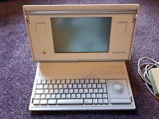 Apple Macintosh Portatile Stile Retrò Computer & Custodia 1989 MOLTO RARA-si accende.