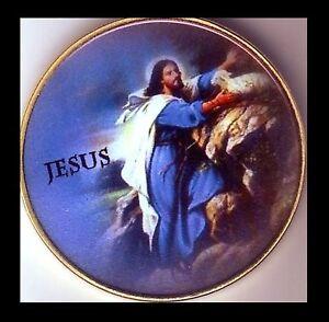 ● GROSSE MEDAILLE / MONNAIE PLAQUE OR : JESUS ●