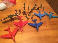 LOT OF VINTAGE ARMY GUYS & JETS PLANES  PLASTIC FIGURES