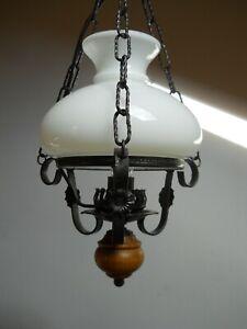 Alte Hängelampe Schmiedeeisen im Stil einer Petroleumlampe elektrisch