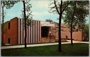 """1960s South Dakota Postcard """"SIOUX FALLS COLLEGE"""" Norman Mears Library View"""