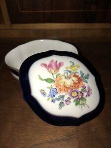 wunderschöne Kleine Meissen Dose Blumen oval blauer Rand Top Zustand