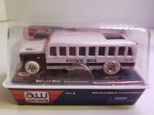 Auto world  iwheels rare s'cool bus white lightning 4 gear slot car
