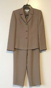 Petite Sophisticate 909 Suit 2Ps Beige Color Blazer Size 2 Pants Size 6  Career