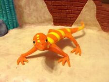 YELLOW AND ORANGE ART GLASS LIZARD