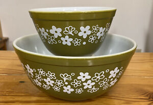 Vintage Pyrex Crazy Daisy GREEN Nesting Mixing Bowls 401 & 403  Excellent