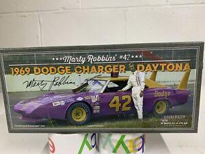 Marty Robbins NIB # 42 1969 Dodge Charger Daytona University Of Racing Legends