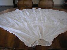 Ancien superbe jupon de mariée en linon blanc entièrement brodé à la main