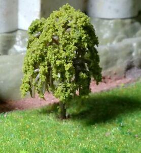 10 dunkelgelbgrüne Weidenbäume, 45 mm hoch
