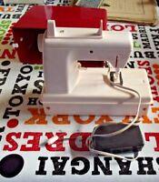 Ancienne Petite machine à coudre à pile point noué de voyage Jouet imitation