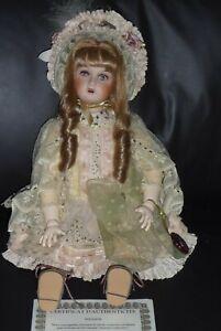 poupée de collection Mundia SOLANGE 46 cm corps en bois tête porcelaine
