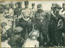 Vietnam War Picture General Lê Văn Tỵ asking VC prisoners