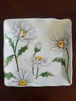 NEW (4) Maxcera Spring Floral White Sunflower Dinner Plates Home Decor