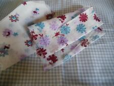 coupons tissu  vichy bleu   +  tissu  blanc organza  brodées fleurs