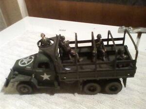 Unimax Forces Of Valour WW2 American Troop Truck Dee 200 + 4 figures 1:32