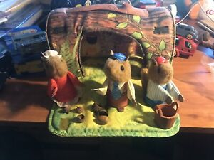 Fisher Price Woodsey Squirrel Loghouse With 3 Squirrels And Book