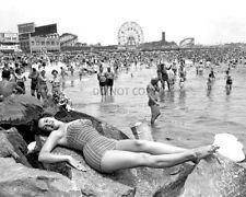 THE BEACH AT CONEY ISLAND IN NEW YORK CIRCA 1954 - 8X10 PHOTO (AA-927)