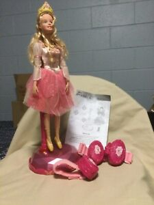 Barbie in The 12 Dancing Princesses: Interactive Genevieve Let's Dance Doll