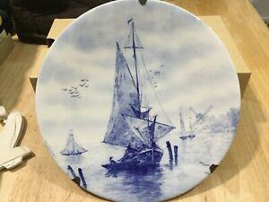 ANTIQUE c 1900 DELFT FISHING BOAT BLUE & WHITE PLATE W ANTIQUE HANGER GERMANY