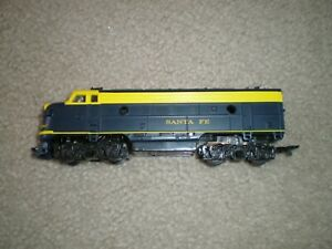 Life Like Santa Fe F7 Diesel Locomotive Blue & Yellow - Tested & Runs