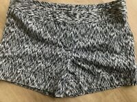 Express Womens Shorts Black Ivory Patterned Chino Short Size 8