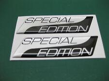 2 Edición Especial semicirculares pegatinas plata metálica sobre Negro V003 95mm X 25 Mm