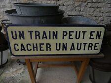 Objet métier Industriel SNCF Panneau Tôle Un train peut en cacher un autre 1970