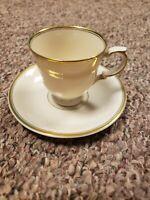 Set of 4 Vintage Rare ARABIA Finland Suomi Finlandia Tea cup/Saucer w/Gold Trim