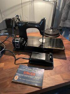 Singer Featherweight 221 Vintage Sewing Machine